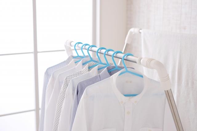 室内干しする洗濯物