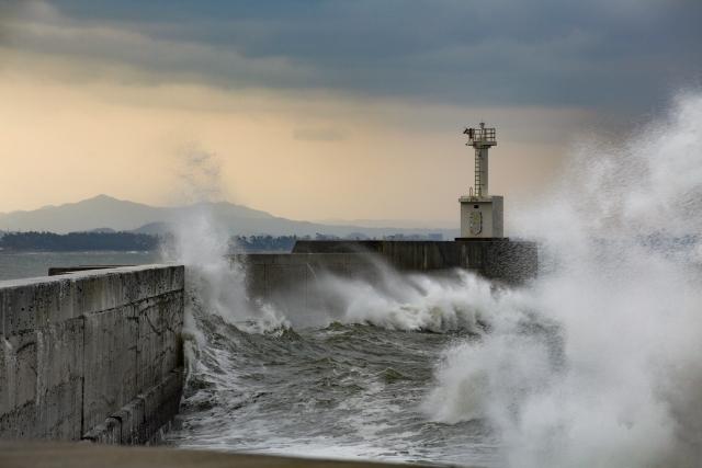 強風で荒れた海