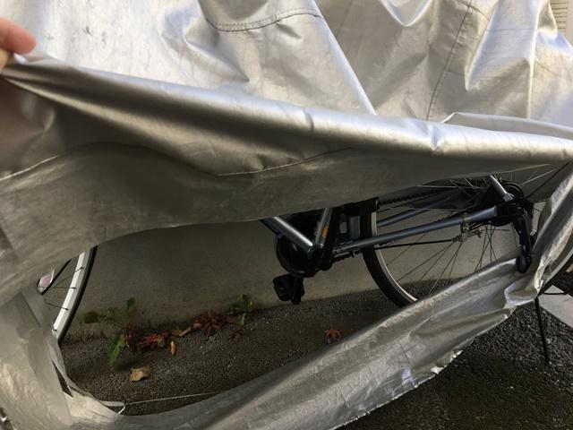 破れた自転車カバー