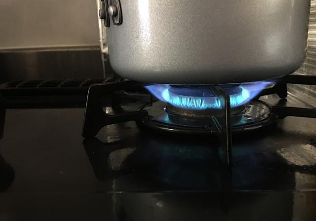 ガスコンロの青い火
