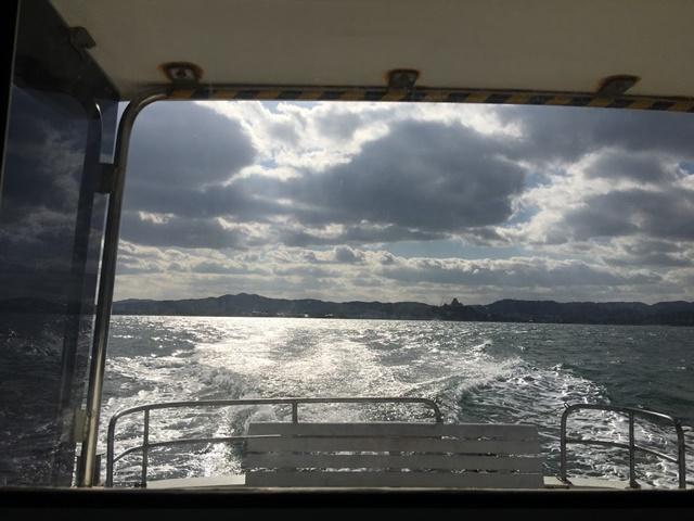 高島へ向かう海上タクシーからみた海原