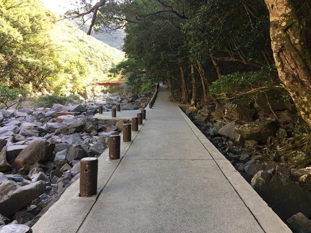 大川の滝の道