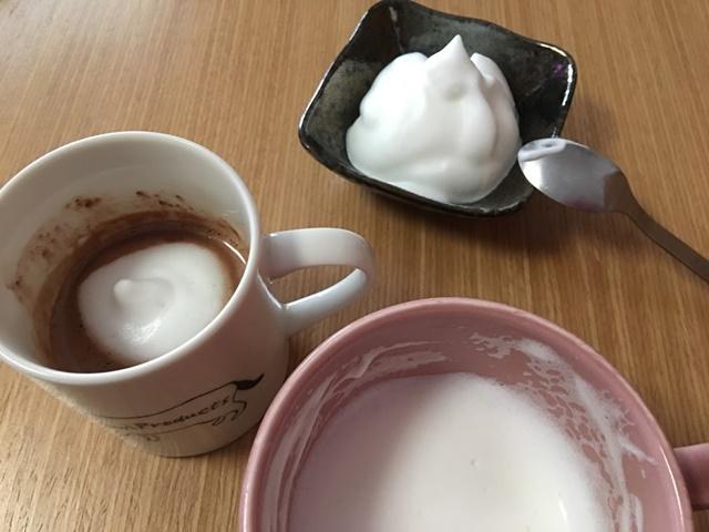 ミルクの泡をわける