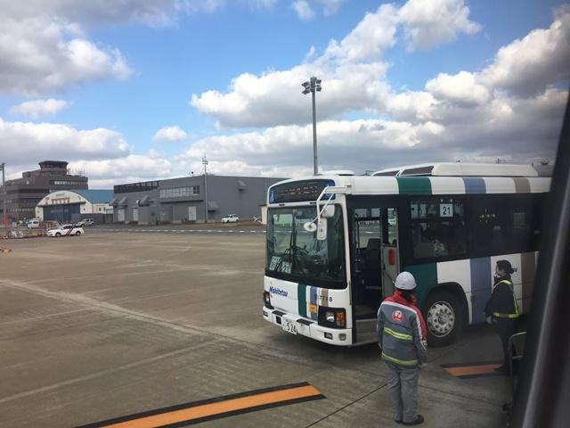屋久島行きの飛行機までバスで移動