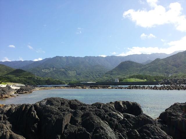 屋久島・栗生集落の海と山