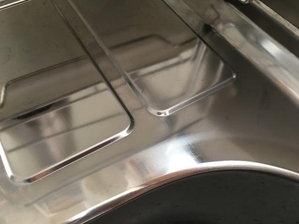 クレンザーで水垢を落としたシンク