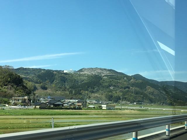 東九州自動車道からみる花立公園