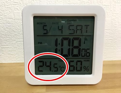 目覚まし時計に表示された温度