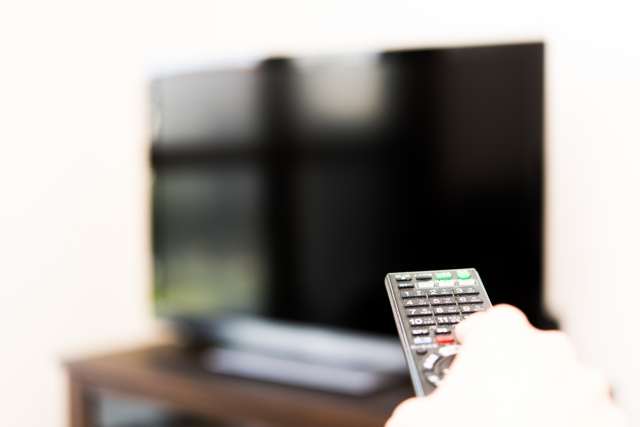 TVにリモコンをむける